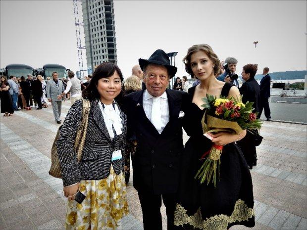左:樫本真奈美 中央:ロック氏 右:リーザ・アルザマソワ